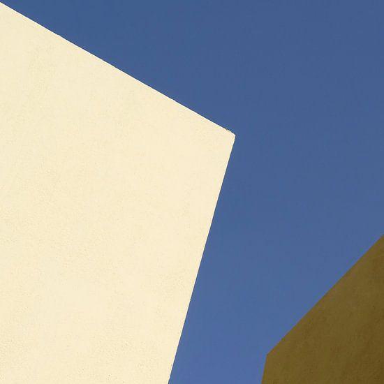 Drievlaksverdeling in geel, blauw en bruin van Hans Kwaspen