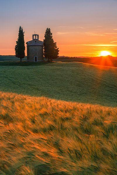 Chapel of the Madonna di Vitaleta - Tuscany - Italy van Henk Meijer Photography