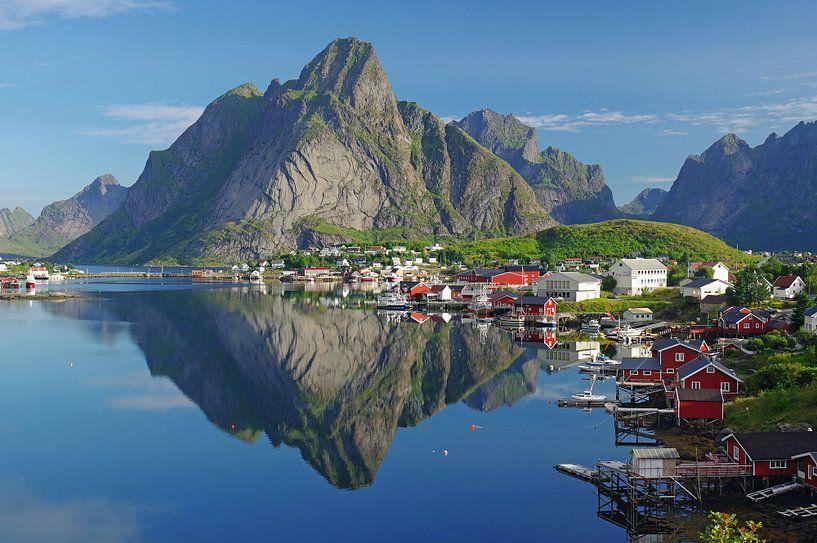 Zicht op de Reinefjorden van Reinhard  Pantke