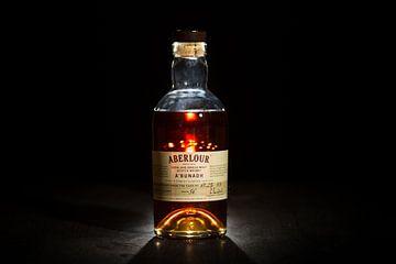 Aberlour A'bunadh whisky tegen zwarte achtergrond. van Stefan van der Wijst