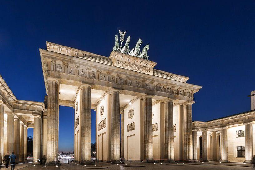 Porte de Brandebourg Berlin à l'heure bleue sur Frank Herrmann