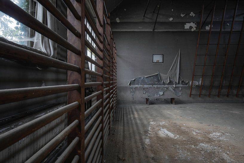 Gym in verval van Ben van Sambeek