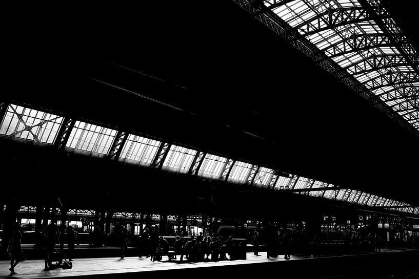 Wachten op de trein van Bart Rondeel