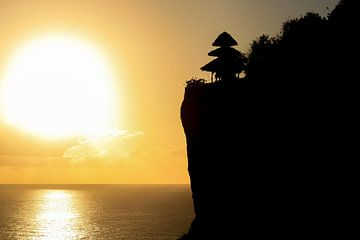 Zonsondergang in Uluwatu - Bali van Edwin Mooijaart