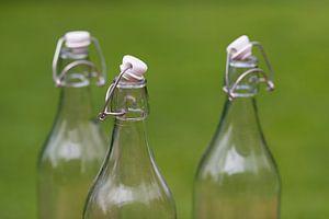 Drie ouderwetse authentieke melkflessen