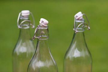 Drie ouderwetse authentieke melkflessen van Tonko Oosterink