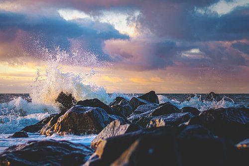 Nordseebrandung im Abendlicht