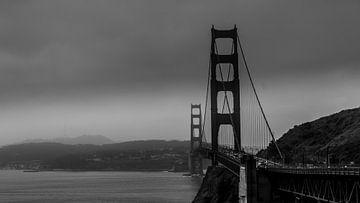 Golden gate bridge san francisco bei wolkigem wetter von de Roos Fotografie