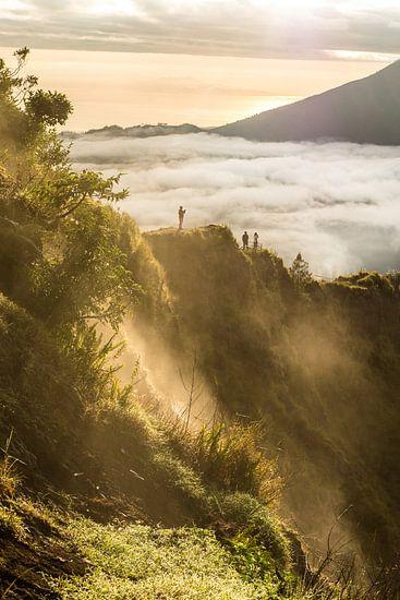 Zonsopkomst op vulkaan in Bali