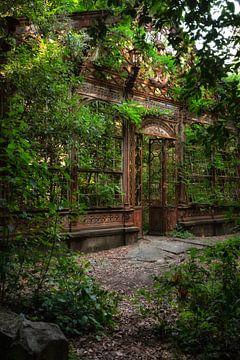 The Greenhouse 5 van Kirsten Scholten