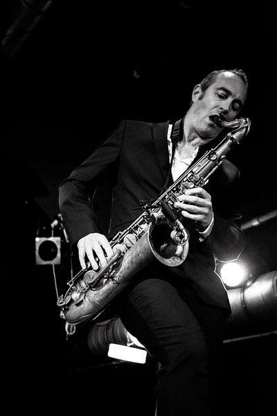 """Saxofonist van """"Get the blessing"""". van Ton de Koning"""