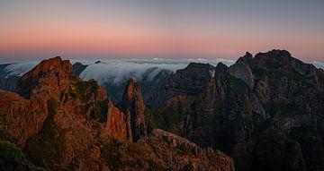 Zonsopkomst op Pico Do Arieiro, Madeira (Portugal) van Ian Schepers