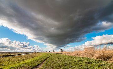 Bedrohliche Wolken Bildung Kinderdijk von Mark den Boer