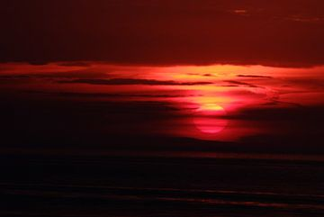 Zonsondergang aan zee van KaHoo Wong