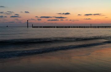 Die Sonne geht auf dem Meer unter von MSP Canvas