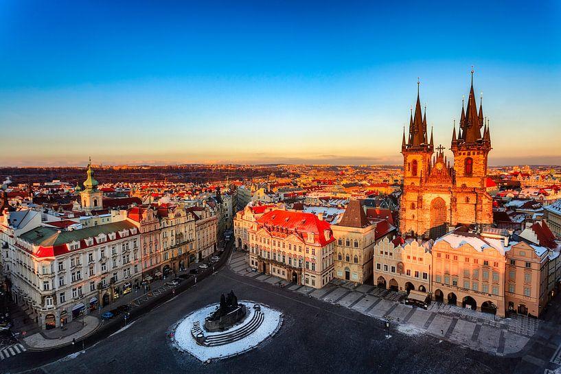 Klassiek shot van Old town Square in Praag van Roy Poots