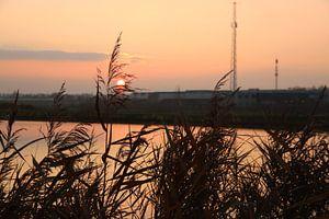 Coucher de soleil en motif coloré sur la Rotte au moulin quatre cours sur André Muller