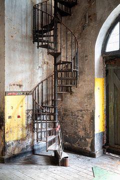 Escalier métallique abandonné. sur Roman Robroek