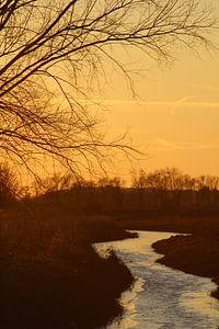 Zonsondergang vlakbij de Rijn van Lindi Hartman