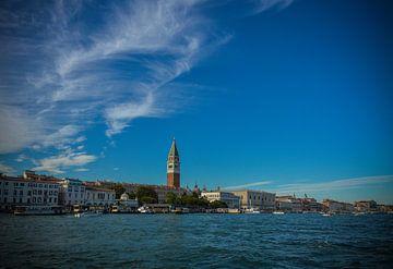 Zicht op Venetie, het beroemde San Marco vanaf Canal Grande van Patrick Verhoef