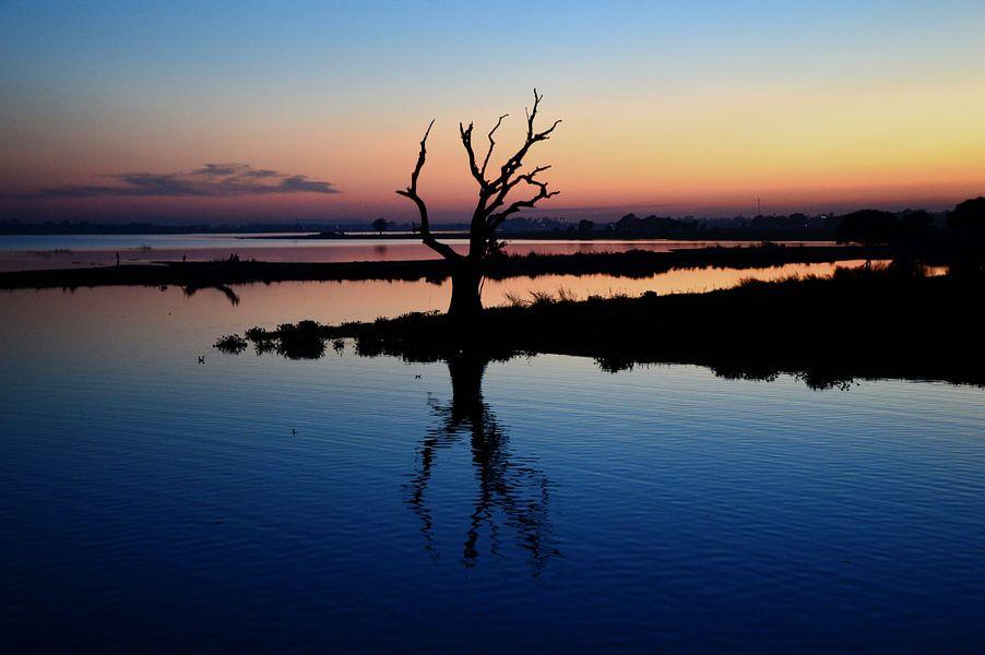Zonsondergang van de U bein Brug in Myanmar