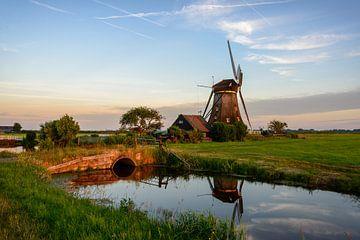 Windmühle in der Landschaft in Holland von iPics Photography