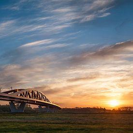 De trein in het Nederlandse landschap: De Hanzeboog, Hattem van John Verbruggen