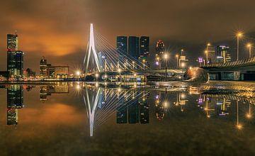 Erasmus-Brücke Reflexion. von delkimdave Van Haren