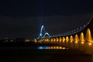 Brug de Oversteek, Nijmegen by night von Stefan van der Wijst