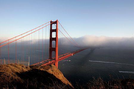 Golden Gate Bridge in de mist