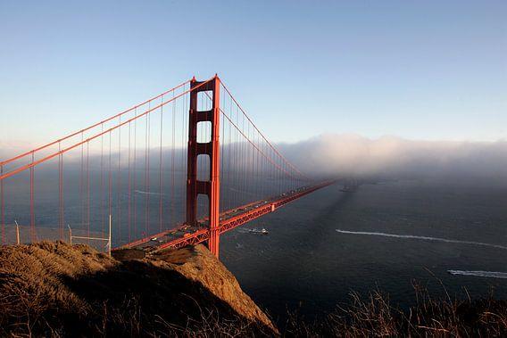 Golden Gate Bridge in de mist van Gerrit de Heus
