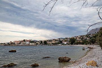 Klein, Grieks dorp aan de kust van