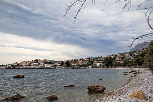 Klein, Grieks dorp aan de kust van Miranda van Hulst