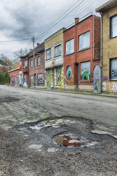 Vervallen straat van Mark Bolijn