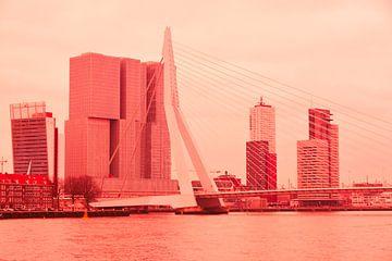 Rotterdam - Erasmusbrug en omgeving - in rode tinten van Ineke Duijzer