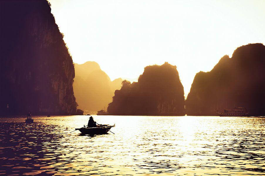 Het gouden uurtje in Halong Bay van Joris Pannemans - Loris Photography