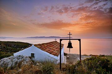 Kerkje in Kythira bij zonsopkomst van John Leeninga