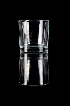 glas op zwart van Marcel Derweduwen
