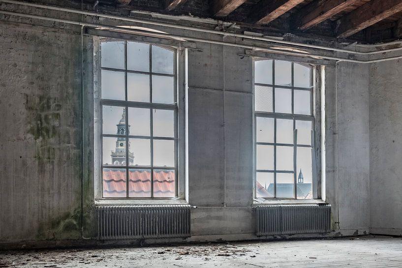 Van Heutsz kazerne schoolgebouw met zicht op de Hanzestad Kampen van Sjoerd van der Wal