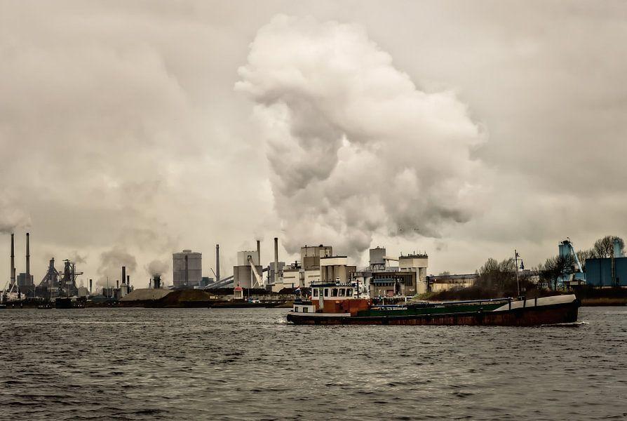 Vrachtschip in Velsen