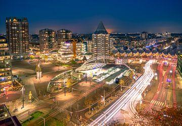 Rotterdam Blaak bei Nacht von Arisca van 't Hof