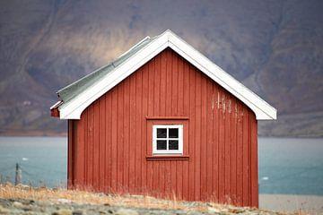 Rotes Häuschen in Longyearbyen, Spitzbergen. von Michèle Huge
