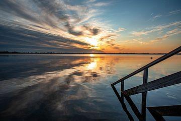 Zonsondergang boven de Wijde Blik in Kortenhoef van Larisa Landré