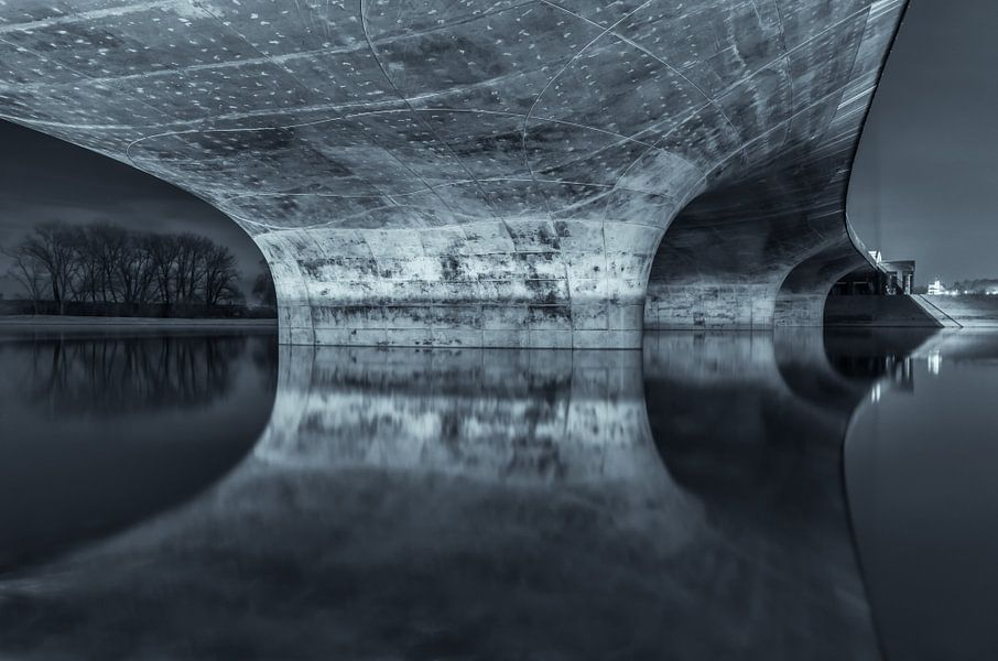 Under the Bridge van Bram Visser