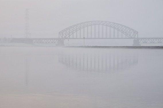 Brug in de mist
