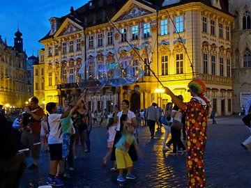 Clown in Praag van Tineke Laverman