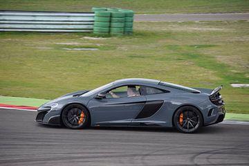 McLaren 675LT op het TT-Assen circuit van Liam Gabel