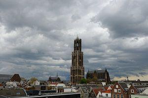 Stadsgezicht van Utrecht met onweersbui van