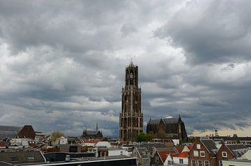 Stadsgezicht van Utrecht met onweersbui van Merijn van der Vliet