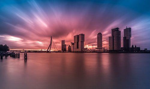 Explosieve zonsopkomst in Rotterdam van